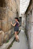 女孩在Tatev修道院里 库存图片