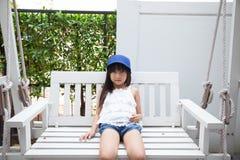 女孩坐摇摆 免版税库存图片