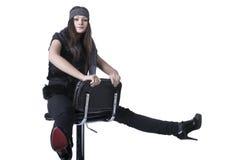 女孩坐棒椅子 免版税图库摄影
