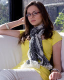 女孩坐 免版税库存图片
