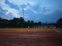 女孩垒球,体育场 免版税库存照片