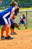 女孩外野手s垒球 免版税库存图片