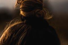 女孩头发的有趣的看法 免版税库存图片