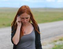 女孩头发的红色年轻人 免版税库存照片