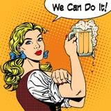 女孩女服务员用啤酒说我们可以做它 库存例证