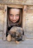 女孩她的宠物 免版税库存图片