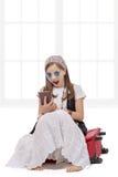 女孩嬉皮样式,在旅行 库存图片