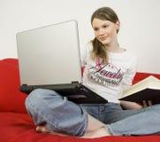 女孩学习少年 免版税库存图片