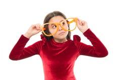 女孩孩子佩带大镜片 眼力和健康 光学和眼力治疗 有效锻炼眼睛迅速移动 孩子 图库摄影