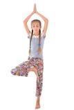 女孩实践瑜伽 免版税图库摄影