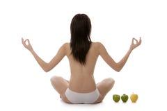 女孩实践的空白瑜伽 免版税库存照片