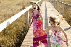 女孩室外公园运行青少年 免版税库存照片