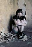 女孩害怕的年轻人 免版税图库摄影