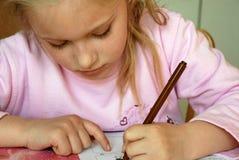 女孩家庭作业年轻人 免版税库存图片