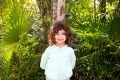 女孩密林少许玛雅摆在的里维埃拉游&# 库存图片