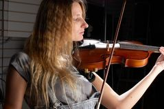 女孩小提琴 免版税库存照片