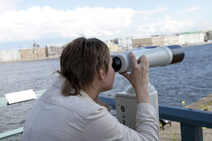 女孩小望远镜 图库摄影