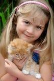 女孩小猫 免版税库存照片