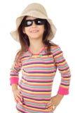 女孩小的微笑的太阳镜 免版税库存图片