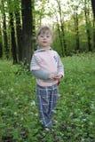 女孩小的森林 免版税图库摄影