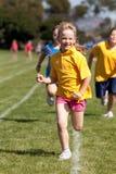 女孩小的种族体育运动 免版税库存照片