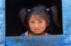 女孩小的难民西藏人村庄 免版税库存照片