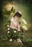 女孩小的鼠标 图库摄影