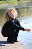 女孩少许使用的水 库存照片