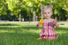 女孩少许公园玩具 免版税库存图片