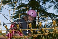 女孩少许公园绳索 免版税库存照片