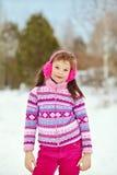 女孩少许冬天 户外子项 免版税图库摄影
