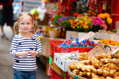 女孩少许市场 免版税库存图片