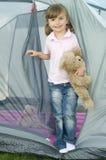 女孩少许帐篷 免版税库存照片