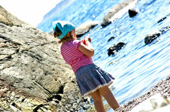 女孩少许海运 免版税图库摄影