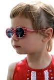 女孩少许纵向太阳镜 免版税库存图片
