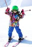 女孩少许纵向滑雪者炫耀诉讼 免版税图库摄影