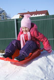 女孩少许雪撬 图库摄影