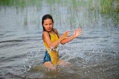 女孩少许飞溅的水 图库摄影