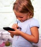 女孩少许smartphone 免版税库存照片