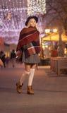 女孩少年妇女美好的街道冬天冷的街道wa 库存照片