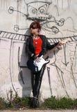 女孩岩石 免版税图库摄影