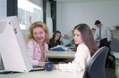 女孩工作 免版税库存图片