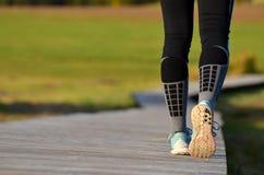 女孩开始` s的腿跑 免版税图库摄影