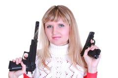 女孩开枪二个年轻人 免版税库存照片
