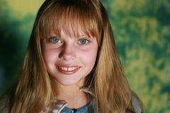 女孩微笑年轻人 免版税图库摄影