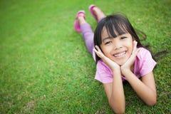 女孩微笑的一点 免版税库存图片
