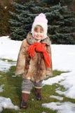 女孩微笑的冬天 免版税库存图片