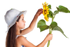 女孩微笑的向日葵 免版税库存图片
