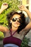 女孩微笑的太阳镜 库存照片