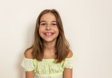 女孩微笑的年轻人 画象 免版税库存图片